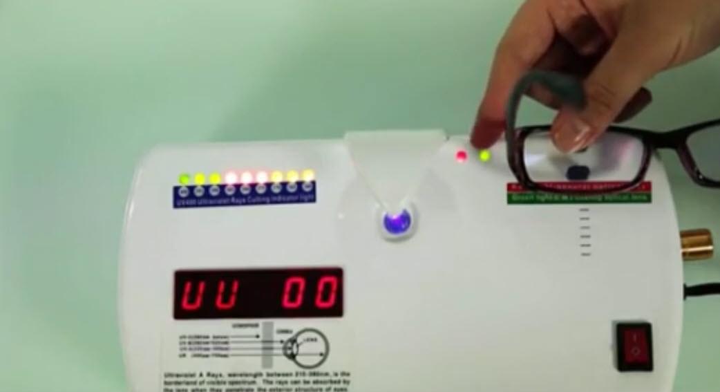 mengetes anti radiasi dengan alat khusus