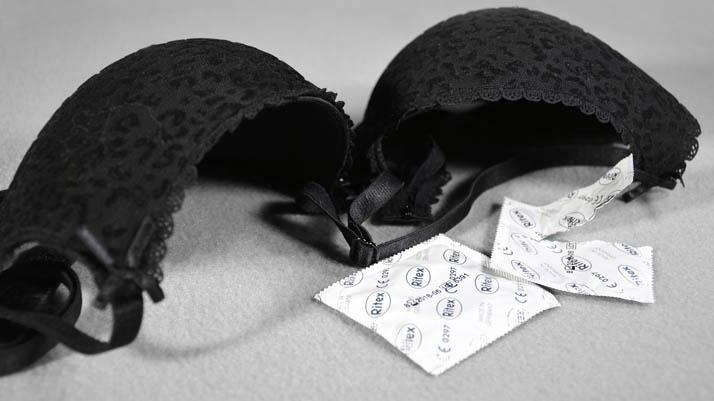 Gunakan kondom untuk mencegah kehamilan
